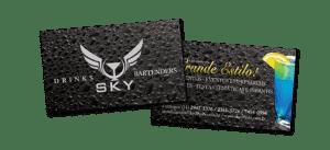 Desenvolvimento do cartão de visitas institucional, com acabamento em papel especial e verniz localizado para a empresa Sky Drinks